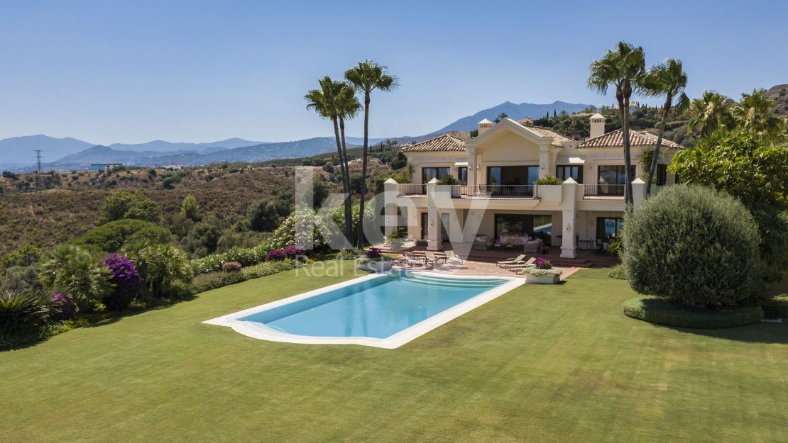 Sea views classic and luxury villa in Marbella Hill Club, Golden Mile
