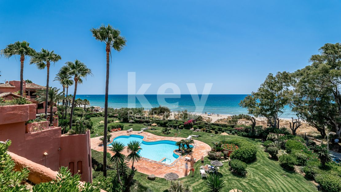 Frontline beach penthouse in Alicate Playa, Marbella East