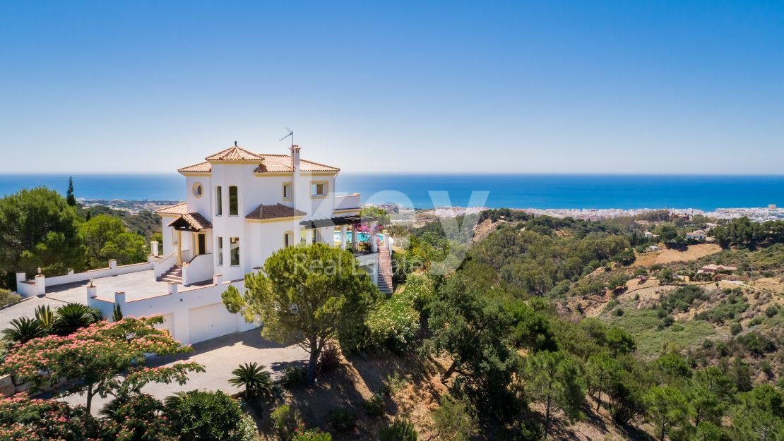 Sea views incredible villa in Los Reales, Estepona