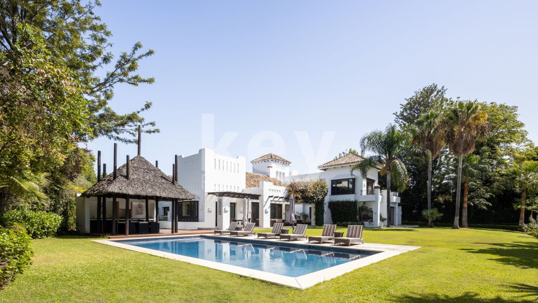 Luxury villa close to the beach in Guadalmina Baja