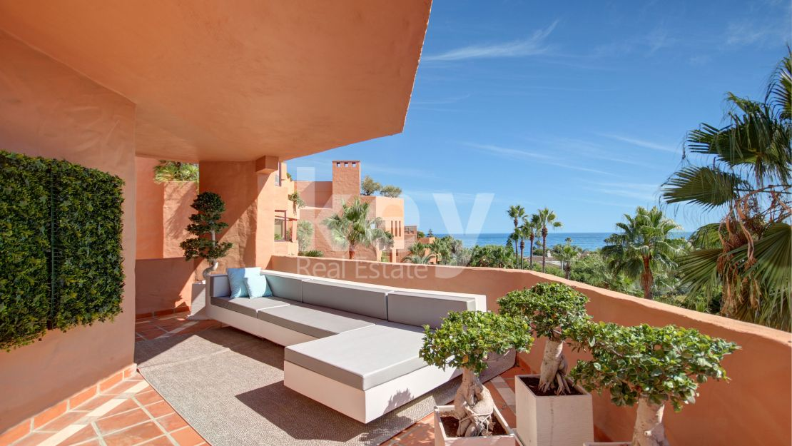 Beachfront sea views apartment for sale in Kempinski, Estpeona