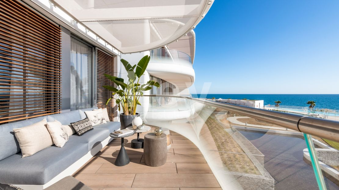Exclusive penthouse in front of the beach with private swimming pool in New Golden Mile