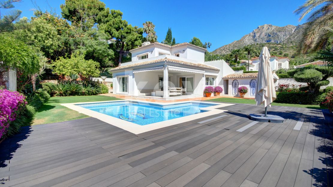 Stunning classic villa for sale in Cascada de Camojan, Golden Mile