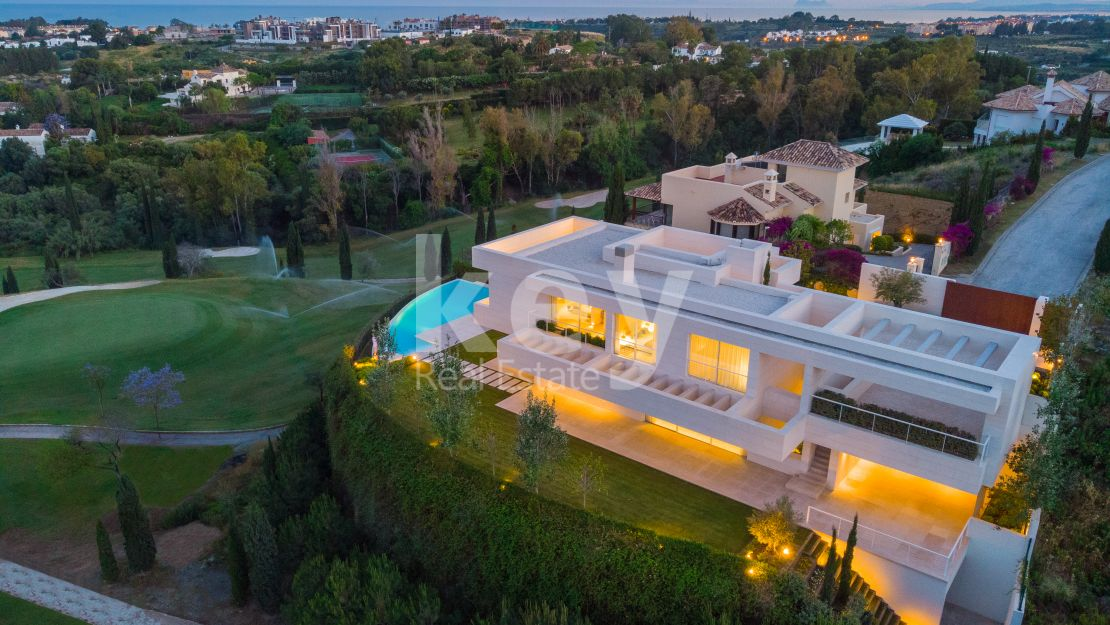 Frontline golf luxury villa in Los Flamingos, Benahavis