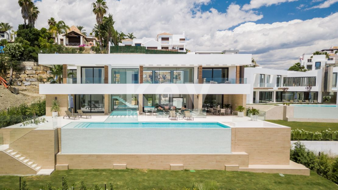 Luxury modern villa in La Alqueria, Benahavis