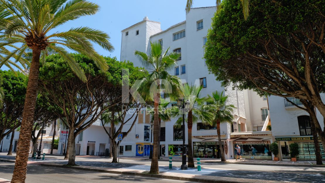 Renovated beachside apartment in Puerto Banús, Marbella