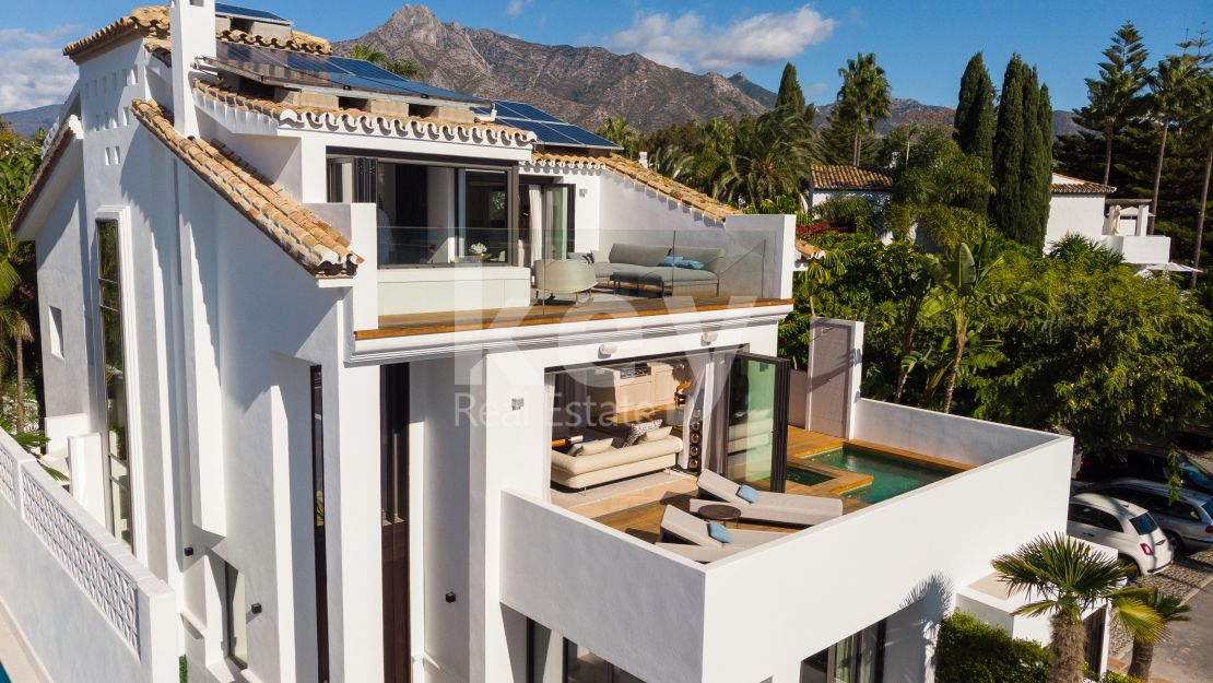 Luxury beachside villa for sale in Puente Romano, Marbella