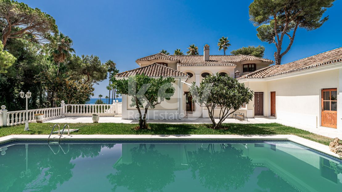 Opportunity! Sea views villa in Golden Mile, Marbella