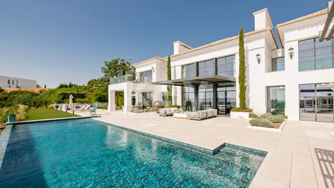 Luxury frontline golf villa in Los Flamingos Golf, Benahavis