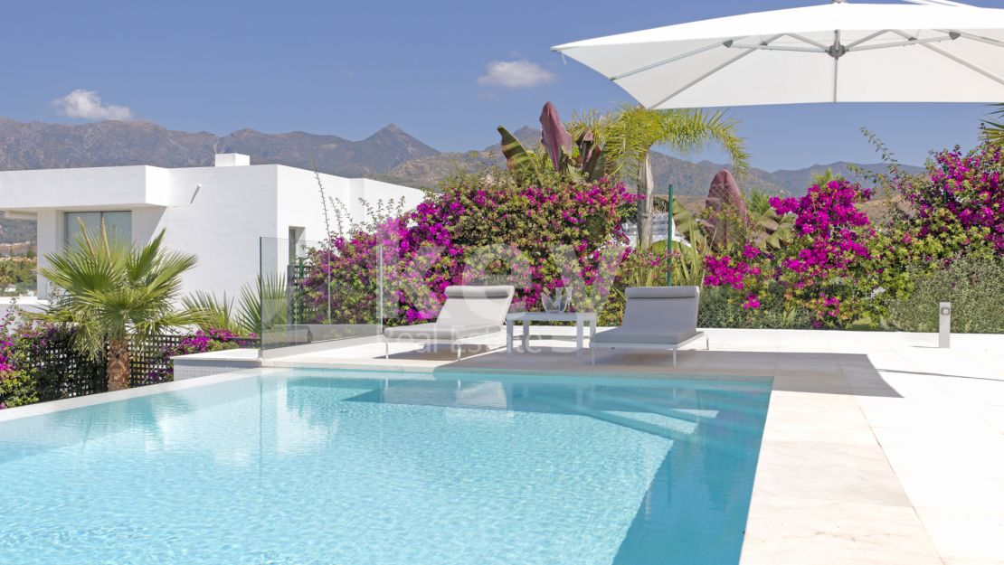 Villa Azar: modern sea views villa in Marbella East