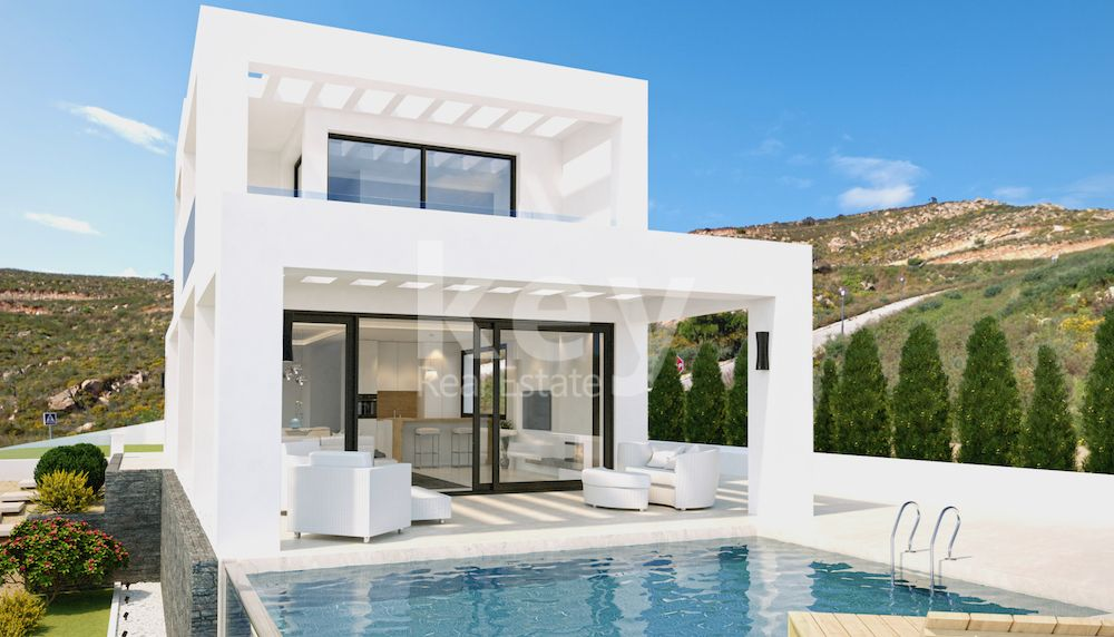 Beautiful villa under construction in Sotogrande Costa