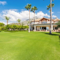 Classic Marbella villa between mountain and sea