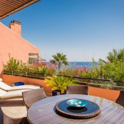Beautiful beachfront penthouse in Malibu, Puerto Banús