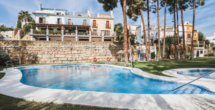 4-Bedroom townhouse with sea and mountain views for sale in Marbella Golden Mile