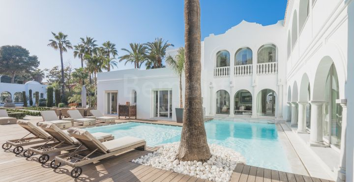 7-Bedroom luxury beachside villa for sale in Marbella West
