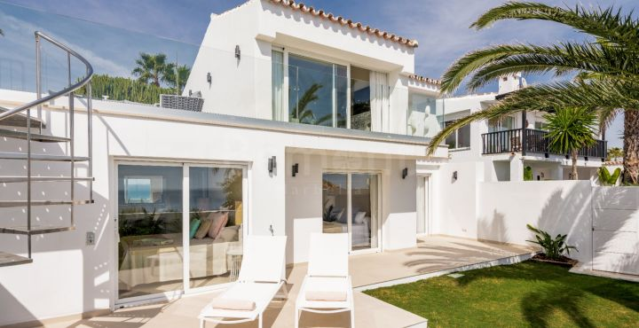 Beachside 3-bedroom villa for sale in Estepona