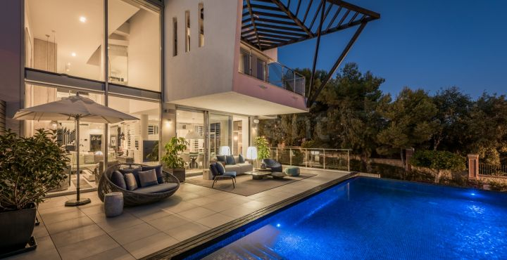 3-Bedroom luxury villa with sea views for sale in Marbella Golden Mile