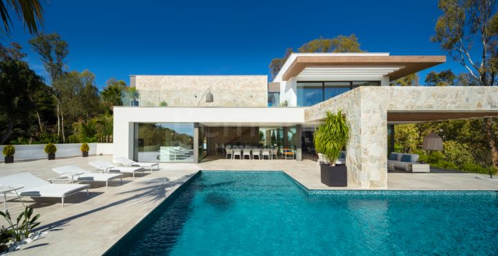 5-Bedroom luxury golf villa for sale in Benahavis, Marbella West