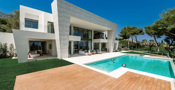 Luxury 6-bedroom villa for sale in Marbella Golden Mile