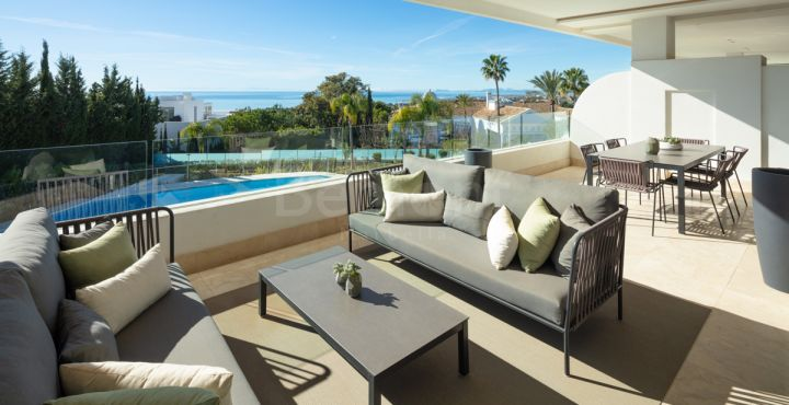 Contemporary penthouse with sea views for sale in Marbella Golden Mile