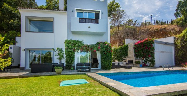 Contemporary modern 4 bedroom villa for sale in Marbella East
