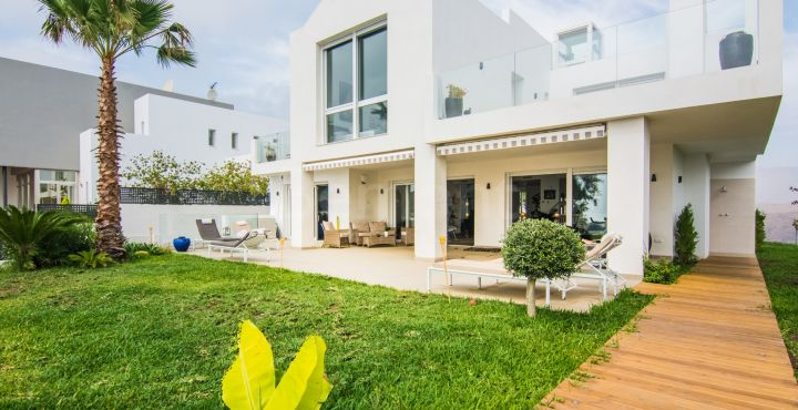 Brand new modern villa for sale in La Mairena, Marbella East