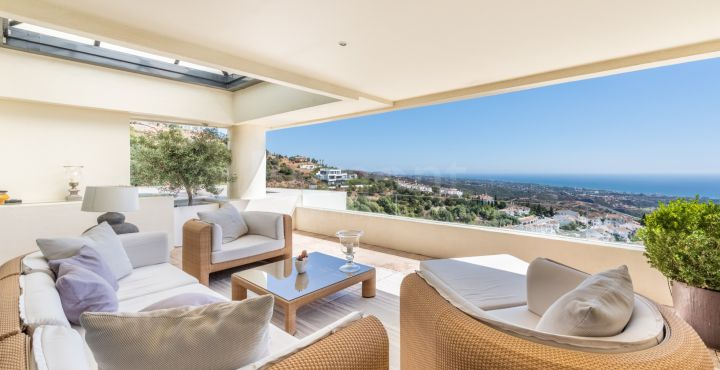 Luxury duplex penthouse for sale in Los Monteros Hill Club, Marbella East