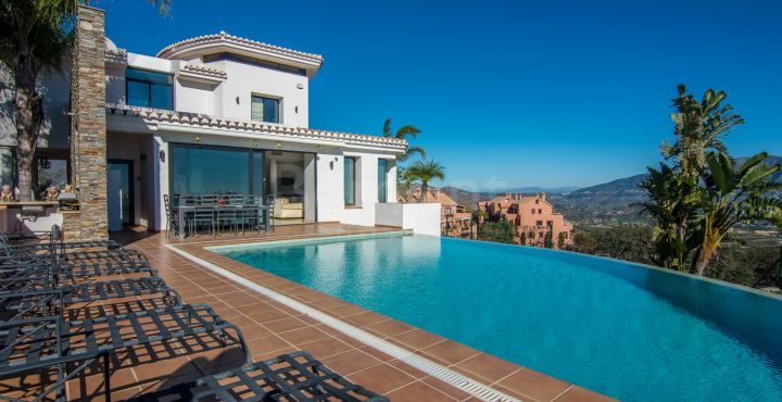 Charming villa for sale in La Mairena, Marbella East