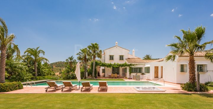 Traditional Andalusian style villa for sale in La Mairena, Marbella East
