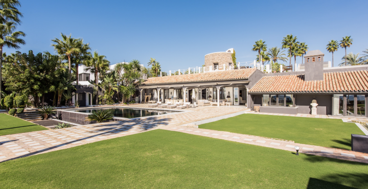 Outstanding luxury villa for sale in Los Monteros Playa, Marbella East