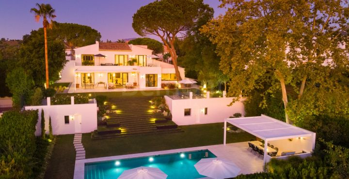 Luxury 6 bedroom golf villa for sale in Aloha, Nueva Andalucia
