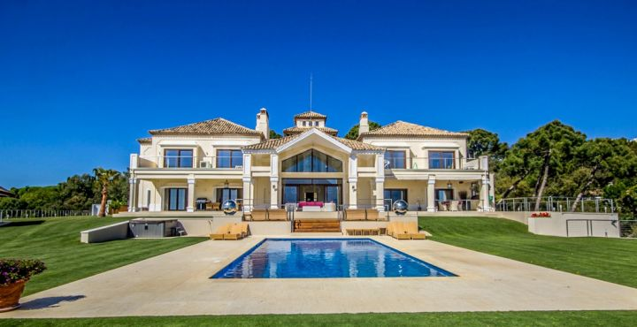 Luxury 6-bedroom villa for sale in La Zagaleta, Benahavis
