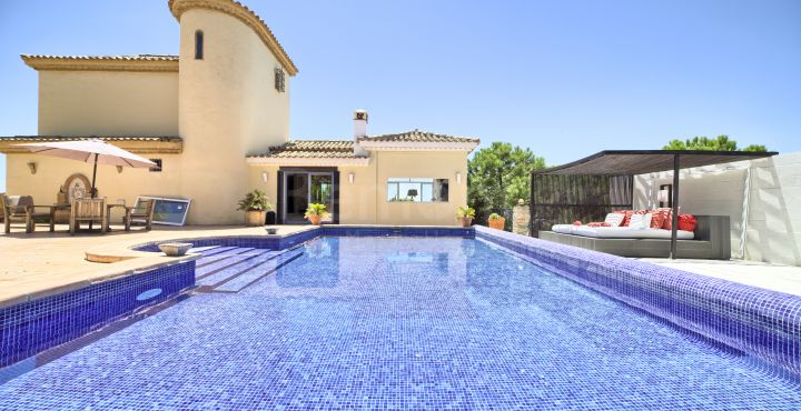Lovely traditional villa for sale in Los Reales, Estepona