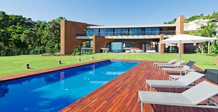 Spectacular contemporary villa for sale in La Reserva de Alcuzcuz, Benahavis