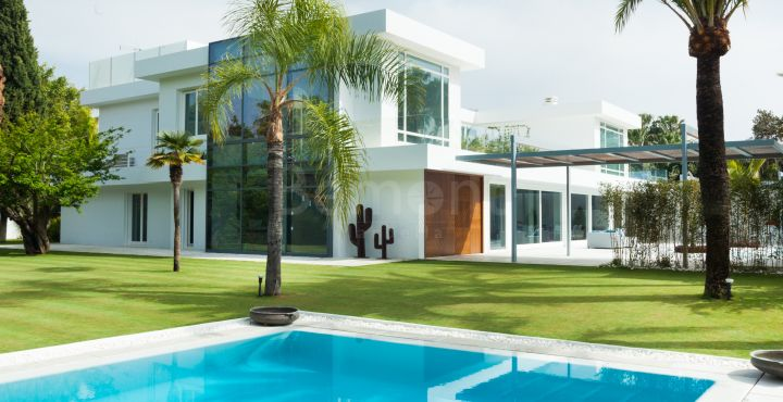Contemporary marvelous villa for sale in Guadalmina Baja, San Pedro de Alcantara