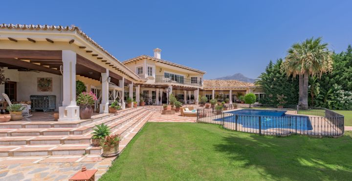 Stunning classical villa for sale in Vega del Colorado, Benahavis