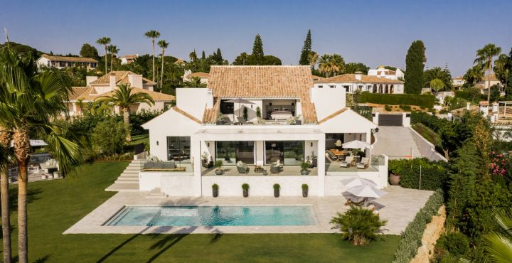 Modern 6-bedroom villa for sale in Elviria, Marbella East