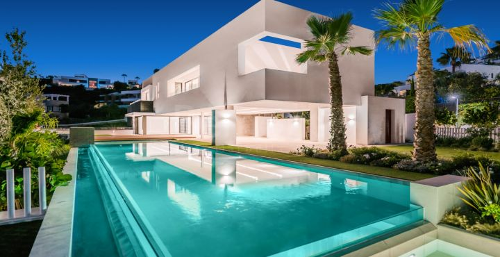 4-bedroom modern villa for sale in Benahavis, Marbella West