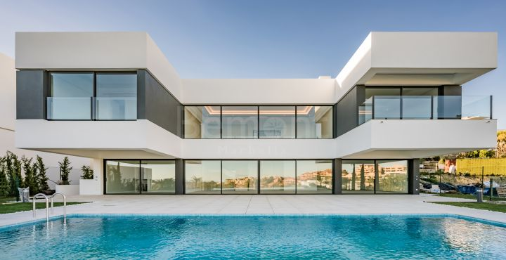 Luxury 4-bedroom villa for sale in Marbella West