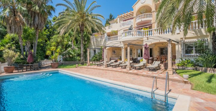 Impressive Mediterranean villa for sale in Cascada de Camojan, Marbella Golden Mile
