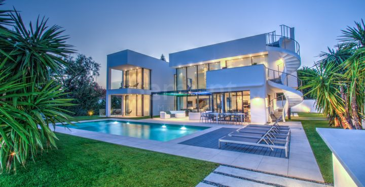 Contemporary luxury villa for sale in Puerto Banus, Marbella