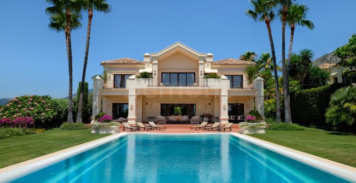 Impressive luxury Andalusian villa for sale in Marbella Hill Club, Marbella Golden Mile