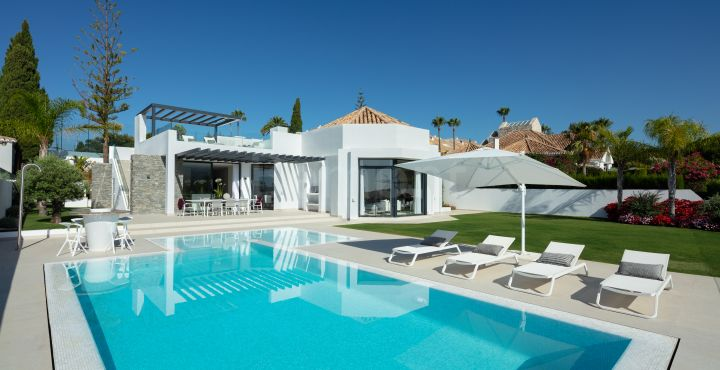 Exceptional luxury golf villa for sale in Aloha, Nueva Andalucia