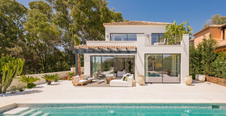 Elegant luxury villa for sale in Elviria Playa, Marbella East
