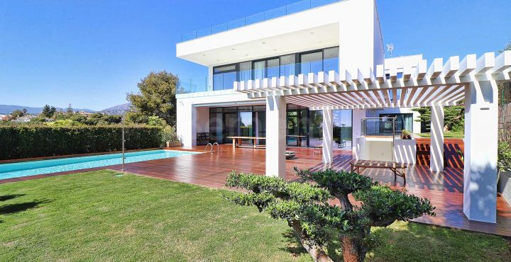 Newly built contemporary villa for sale in Nueva Andalucia, Marbella