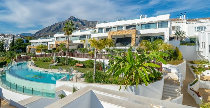 Modern 3-bedroom townhouse for sale in Marbella Golden Mile