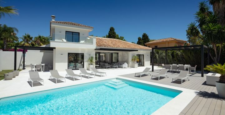 4-Bedroom beachside villa for sale in Marbella West