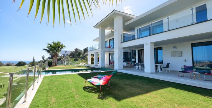 Contemporary 4-bedroom villa for sale in Benahavis