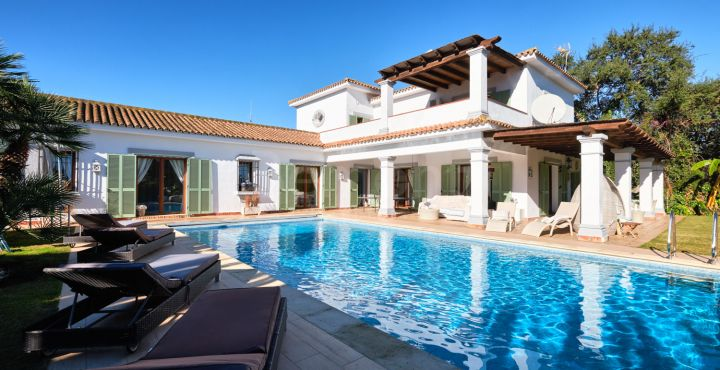 Beautiful 4-bedroom Andalusian villa for sale in Sotogrande