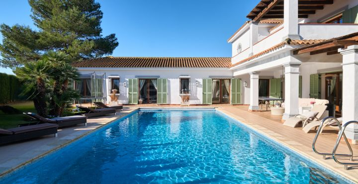 4-bedroom Andalusian villa for sale in Sotogrande